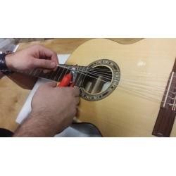 Changement de cordes sur guitare folk ou électrique